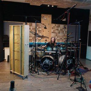 H von Sons of Sound an den Drums